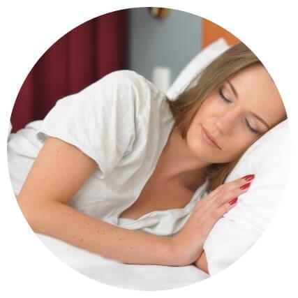 熟睡中の女性