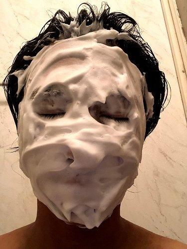 ベビーパウダー洗顔中
